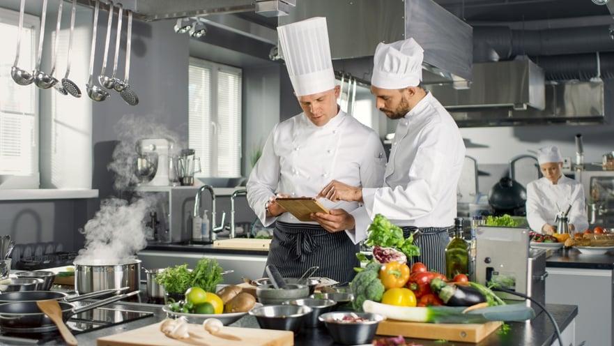 chef de cocina con delantal