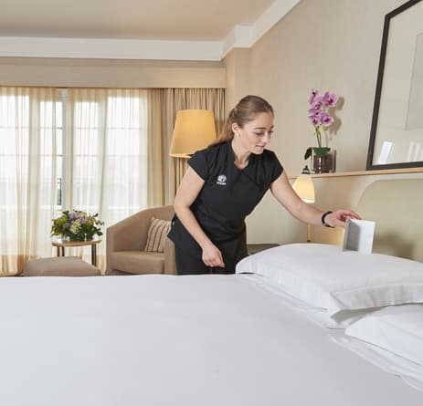 pijama de limpieza personalizado para limpiadora de hotel